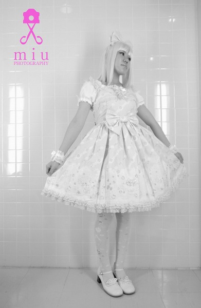 alice dressed up-001.jpg