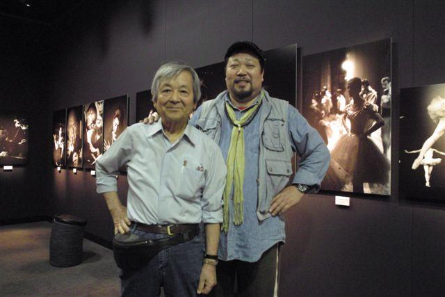 8時間余りにおよぶ展示・構成を終えて、丹野章さんと記念にパチリ(09.5.7)