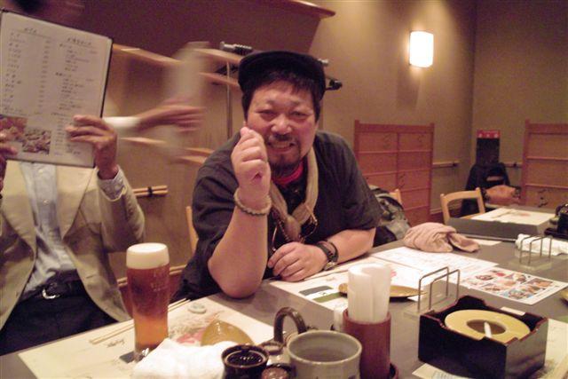 ついでに僕を桑原史成さんが一枚撮ってくれた。「これはドキュメントだよ」と言いながら。