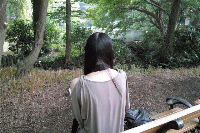 太宰が毎日のように通った井の頭公園で、本を読んでいる女性のうしろ姿が素敵だった。