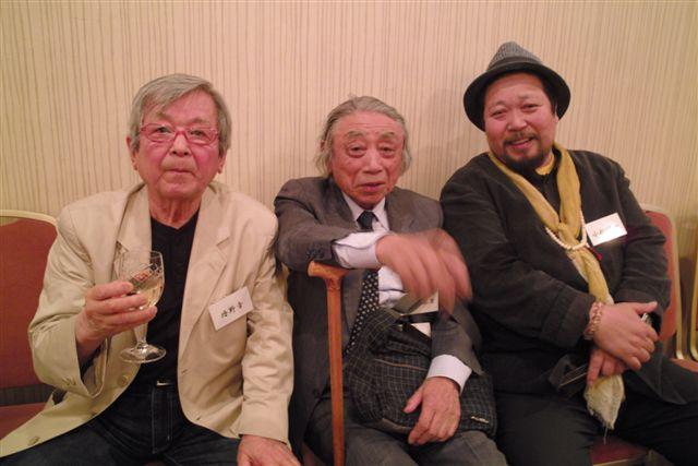 芳賀日出男、丹野章両日本写真家協会名誉会員とともに。