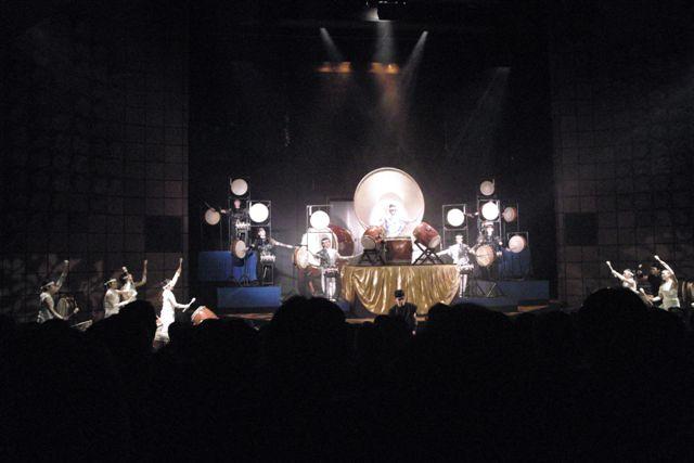 青山・草月ホールにて。川田公子率いるみらび太鼓の公演