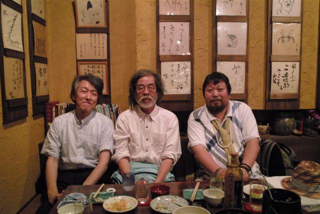池袋の琉球料理の店「みやらび」で記念写真をパチリ。若い女性の店員さんに撮ってもらう。