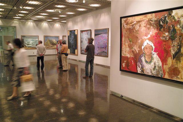 「第24回日本の海洋画展」会場、東京芸術劇場5F展示ギャラリーで。