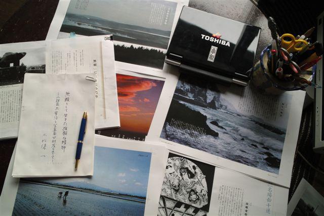 ようやく責了までこぎつけた『太宰治と旅する津軽』の原稿やゲラ(8月13日、朝)