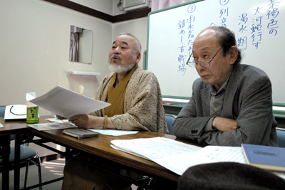 中原道夫新選者と岡井輝生「一滴」同人代表(右)