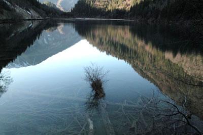中国・四川省にある九寨溝の早朝
